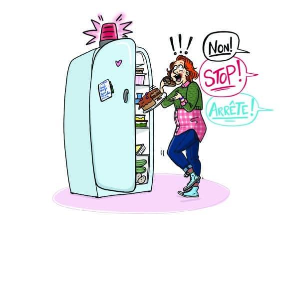 fille devant frigidaire